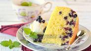 Фото рецепта Бисквитный пирог с черникой в мультиварке