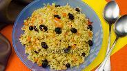 Фото рецепта Булгур с луком, морковью и пряным изюмом в мультиварке