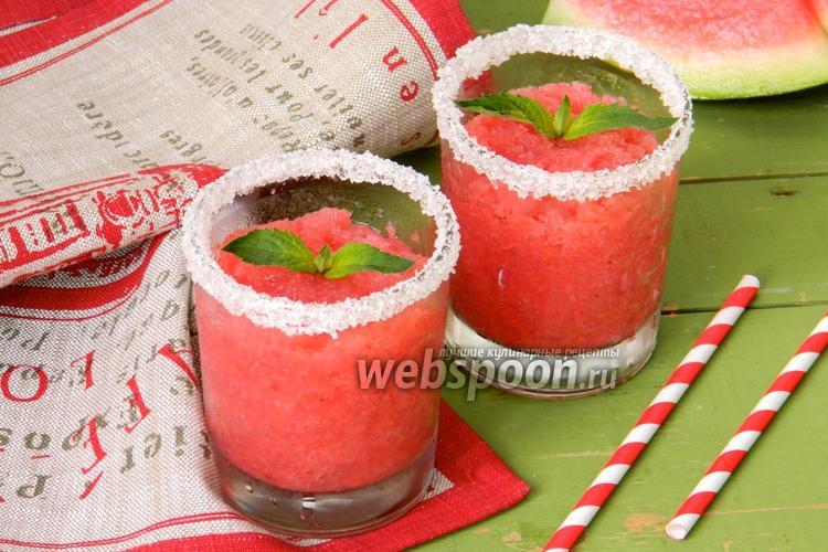 Фото Ледовый коктейль из арбуза и клубники