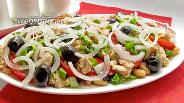 Фото рецепта Салат с горбушей, фасолью и помидорами