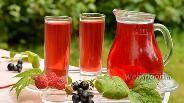 Фото рецепта Компот «Ассорти» из малины, вишни и смородины