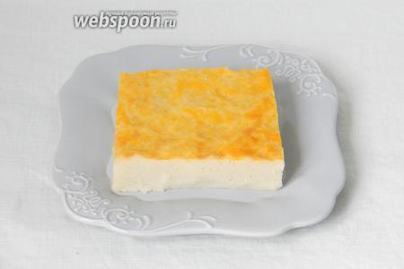 Подавать порционно в тарелках, посыпав сахарной пудрой или полив киселем. Приятного аппетита!