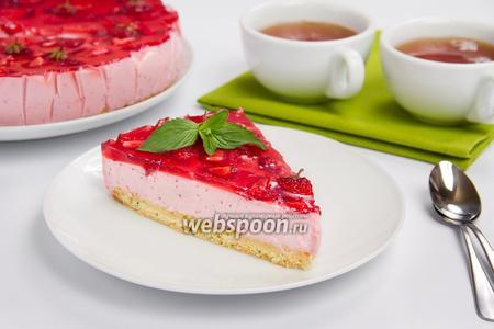 Торт с клубничным муссом и желе