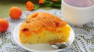 Фото рецепта Шарлотка с абрикосами в мультиварке