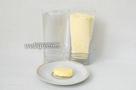 Для приготовления мамалыги возьмём воду, кукурузную муку, сливочное масло, соль по вкусу.