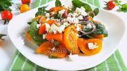 Фото рецепта Салат из жёлтых томатов с фетой