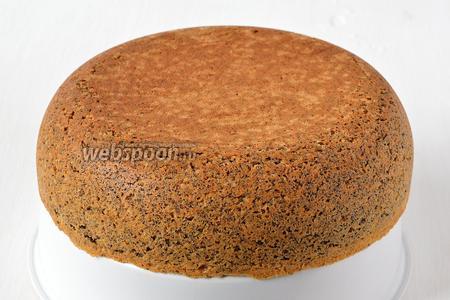 После окончания выпечки бисквит сразу вытянуть из формы, перевернув чашу мультиварки на чашу для варки на пару.