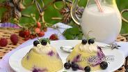 Фото рецепта Творожное суфле со смородиной в мультиварке