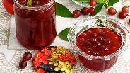 Фото рецепта Варенье из розового крыжовника с вишнёвыми листьями