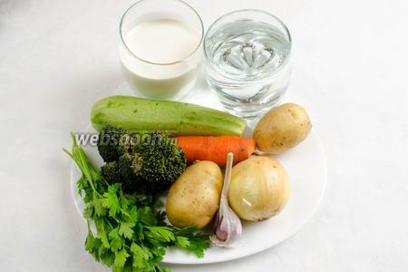 Чтобы приготовить суп-пюре, нужно взять морковь, лук, чеснок, брокколи, картофель, кабачок, муку, кипячёную воду, оливковое масло, сливки, соль, фенхель сушёный.