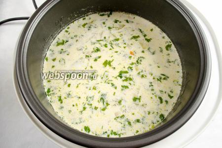 Открыть крышку. За 5 минут до окончания приготовления, добавить мелко нарезанную зелень. Суп готов.