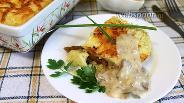 Фото рецепта Картофельная запеканка с лисичками и грибным соусом