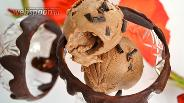 Фото рецепта Шоколадное мороженое с кусочками шоколада