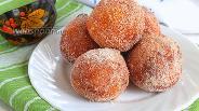 Фото рецепта Творожные пончики с корицей