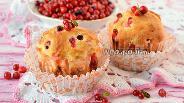 Фото рецепта Кексы с брусникой и творожной начинкой