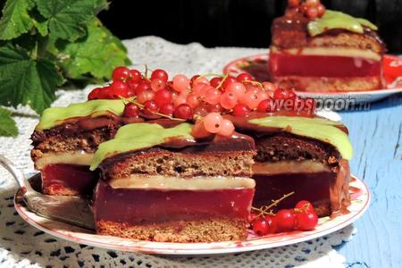 Медово-марципановый торт со смородиной