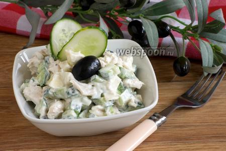 Салат с огурцами и куриным филе
