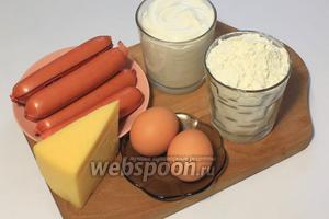 Для приготовления пирога нам понадобятся майонез, яйца, сыр, сососки, разрыхлитель, мука (1 стакан).