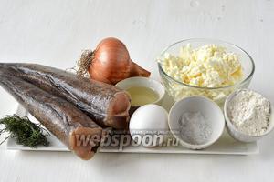 Для приготовления котлет нам понадобится хек, лук, укроп сухой, соль, перец чёрный молотый, яйцо куриное, подсолнечное масло, творог, мука, крупа манная.