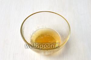 Набухший желатин подогреть в микроволновке до растворения желатина. Охладить.