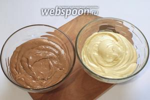 Тесто разделить на две части — в одну добавить какао.