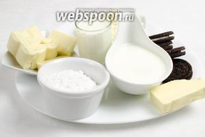 Приготовить начинку. Нужно взять: творог мягкий, молоко, белый шоколад, масло, сливки 38%, сахарную пудру, печенье Орео.