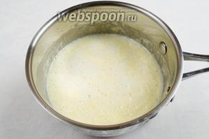 В тёплом молоке на водяной бане растопить шоколад и сливочное масло. Шоколадный крем готов.