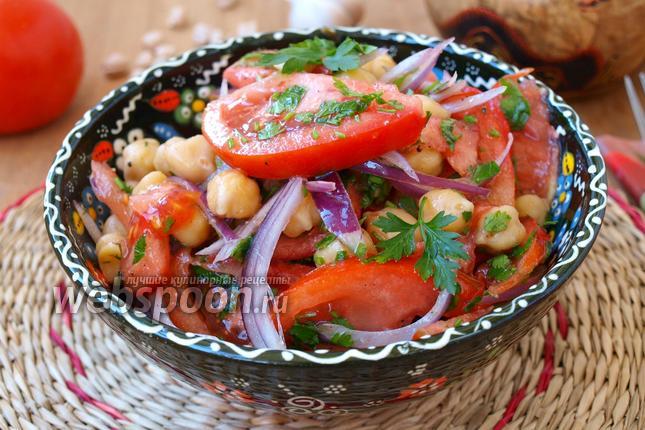 Фото Салат с нутом и помидорами