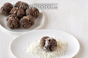При желании полоску крема обсыпать кокосовой стружкой.