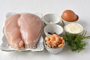 Для приготовления блюда нам понадобится куриное филе, яйца, фасоль белая консервированная, сметана, укроп, соль, перец.