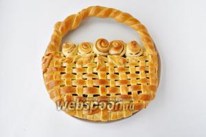 Из указанного количества продуктов, можно сделать 2 пирога, если использовать форму диаметром 27 см.