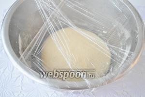Выложить в миску закрыть плёнкой и поставить в холодильник на ночь. В случае, если готовите днём , то через 3 часа в холоде тесто будет готово.