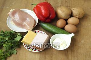 Для приготовления салата нам понадобятся картофель, яйца, свежий огурец, красный перец, куриное филе, варено-копчёный балык или ветчина, твёрдый сыр, майонез и немного петрушки. Предварительно следует сварить курицу, яйца и картофель.