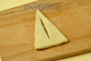 Берём большой треугольник, делаем разрез посредине.