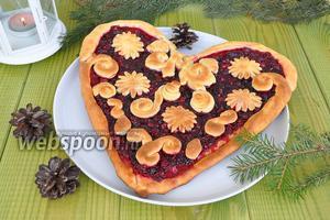 Пирог «Сердце» с клюквой