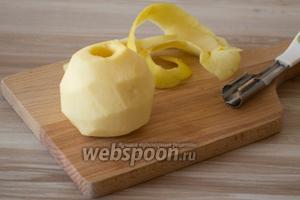 Яблоки моем, удаляем сердцевину и очищаем от кожуры.