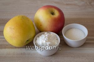 Для начинки будем использовать яблоки (700 г — это уже вес очищенных яблок), сахар и любой крахмал.