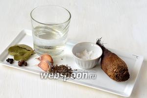 Для приготовления квашеной свёклы нам понадобится свёкла, соль, вода, лавровый лист, перец чёрный горошком, перец душистый, чеснок, сухие семена укропа.