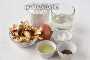 Для приготовления подливы из сушёных белых грибов нам понадобятся сушёные белые грибы, мука, вода, лук, подсолнечное масло, соль, чёрный молотый перец.