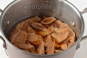 Отварить грибы до готовности в той же воде, в которой они замачивались (приблизительно 40 минут).