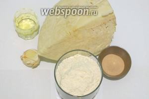 Чтобы приготовить булочки из капустного теста будем использовать капусту белокочанную, муку, дрожжи, масло оливковое, соль, чеснок крупный зубчик. Дрожей можно взять немного больше.