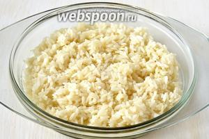 Рис отварить до готовности согласно инструкции на упаковке в подсоленной воде.