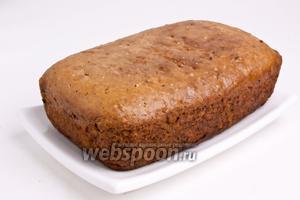 Достать из формы и подавать. При желании можно посыпать сахарной пудрой и подавать.