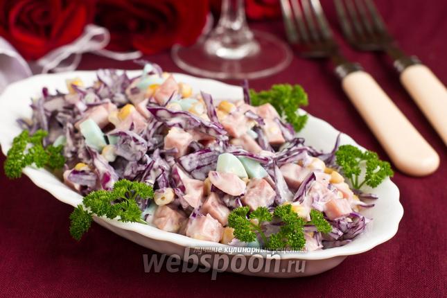 Фото Салат из краснокочанной капусты с кукурузой