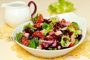 Салат из свёклы с моцареллой и помидорами черри