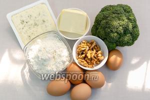 Для приготовления нам понадобятся: брокколи, сыр с плесенью, яйца, орехи грецкие, мука, соль, смесь перцев, сливки 20%, мука, ледяная вода, масло сливочное.