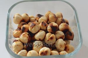 Очистить орехи от шелухи.