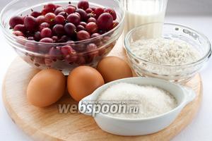 Для приготовления клафути по рецепту Ю. Высоцкой вам понадобятся: мука, молоко, яйца, сахар, соль, разрыхлитель, сливочное масло для смазывания чаши мультиварки и ягоды, я использую крыжовник.