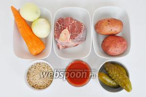 Для рассольника мясо лучше брать на косточке, овощи среднего размера. Готовить будем в мультиварке Stadler form объёмом 3 литра. Перловой крупы берём 1 мультистакан.