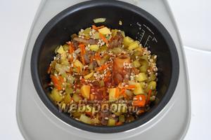 Влить томатный сок и потушить ещё 5 минут.